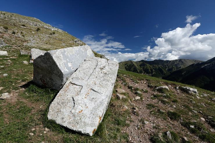 Eeuwenoude grafstenen in Bjelasnica.