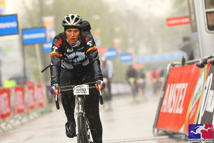 Een foto van enkele jaren terug tijdens de Amstel Gold Race (150km). Ik ben geen grote fan van regen.